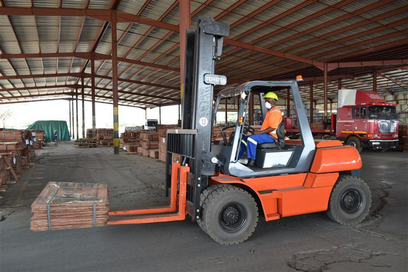 A 7-ton forklift handling a 2.7 ton copper cathode pack