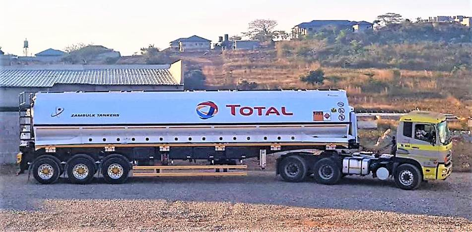 (Below) The 39 000-litre ReturnHauler unit ready to go into operations between the Zambian Copperbelt, and Natref Refinery, Sasolburg, South Africa